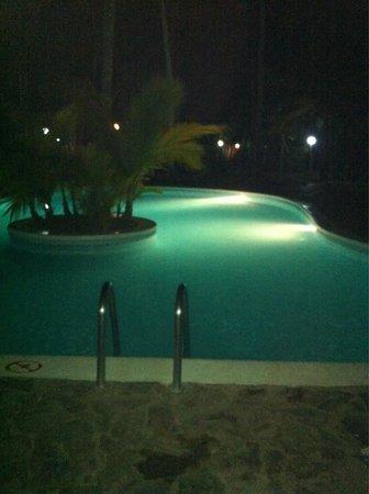 Grand Paradise Samana : main pool at night