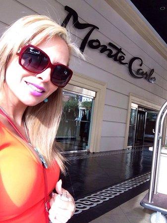Monte Carlo Resort & Casino : Entrada del hotel .