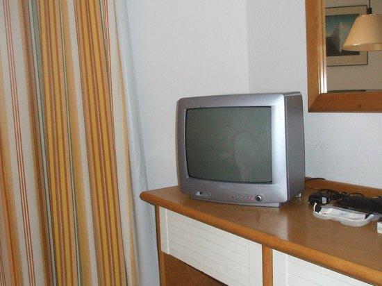 SBH Jandía Resort : tv des années 80 aucune chaine française!!