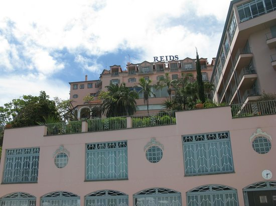 Belmond Reid's Palace : Looking up at the Hotel