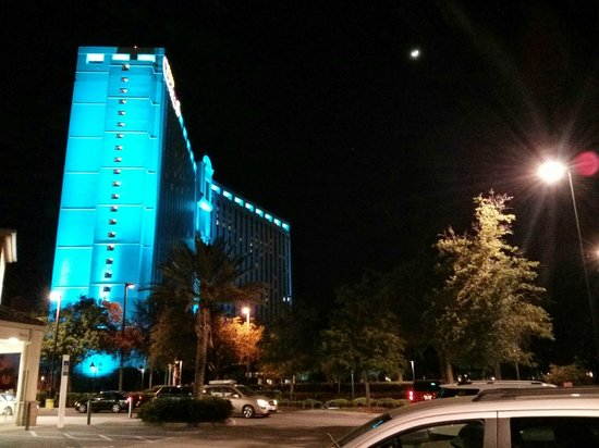 Rosen Centre Hotel: By Night - it changes colour !