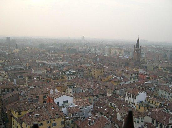 Torre dei Lamberti : Vista dall'alto di Verona, da Torre Lamberti