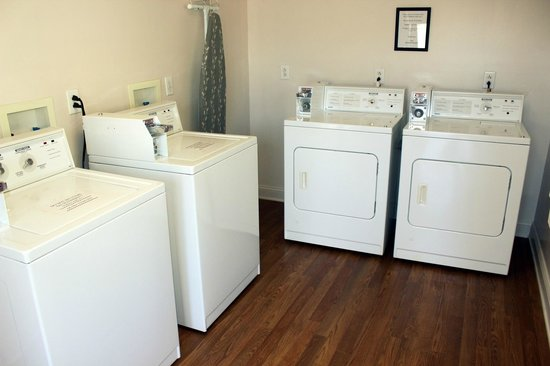 Affordable Suites Lexington: Guest Laundry