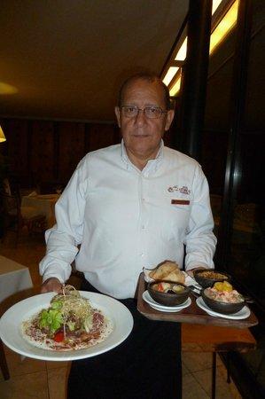 Hotel Antumalal: Der Oberkellner Israel, 5. Stern des Restaurants