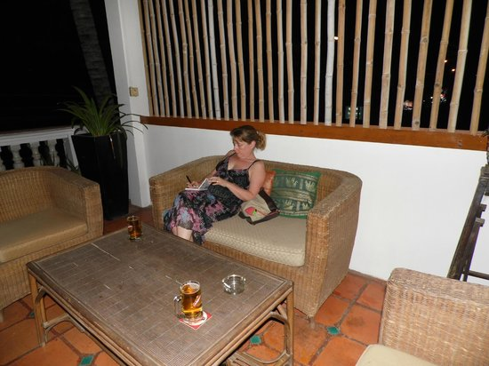 Rosy Guest House: Seating area out side our room, very nice
