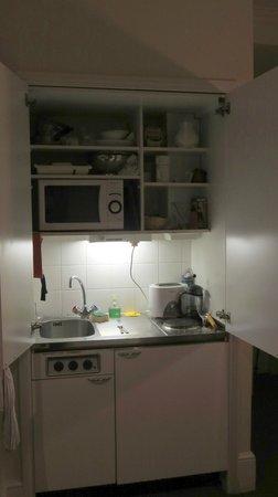 Astons Apartments : Kitchen