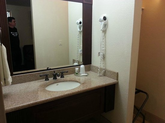 Chalet Motel : remodeled sink area