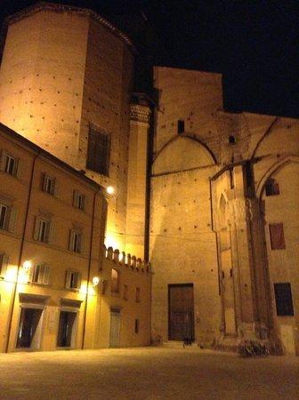 Piazza Maggiore : Piazza Galvani