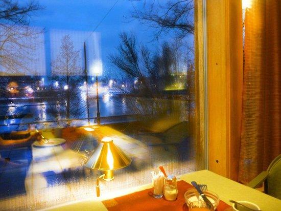 Spahotel Casino : Вид на город и озеро из окна ресторана при отеле