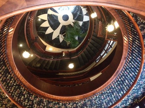 French Quarter Inn: Spiral Staircase