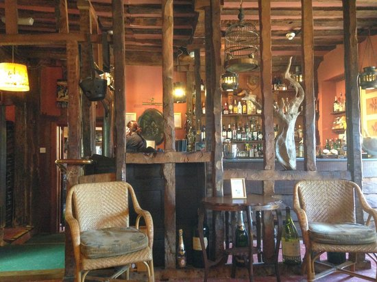 Redcoats Farmhouse Hotel & Restaurant: A partial view of the bar area