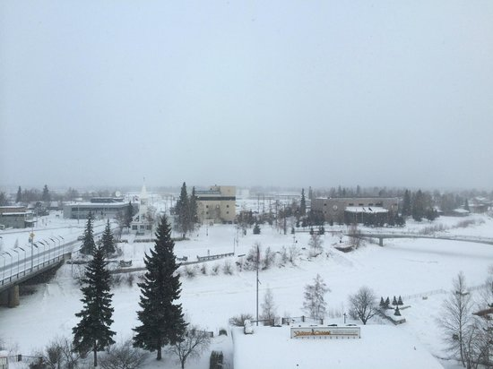 SpringHill Suites Fairbanks: View from Room, overlooking frozen river.