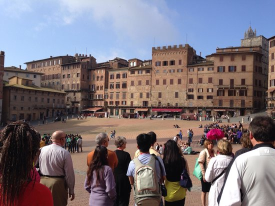 Walkabout Florence Tours: Campo square in Siena