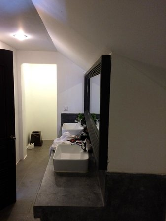 Memoire d' Angkor Boutique Hotel : Bathroom quality not great