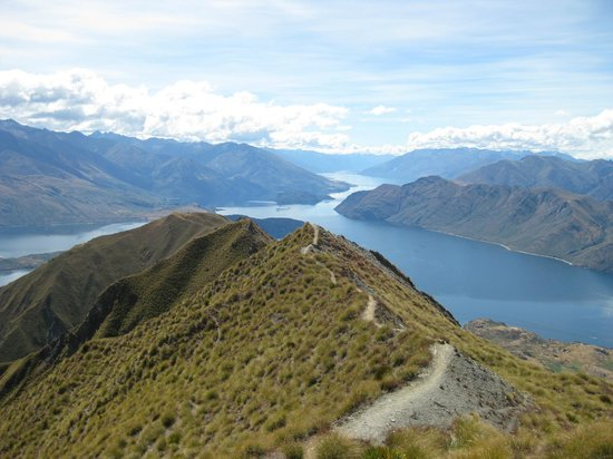 Avalanche Bed and Breakfast: Roys Peak Track