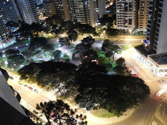 Radisson Hotel Curitiba: praça do japão