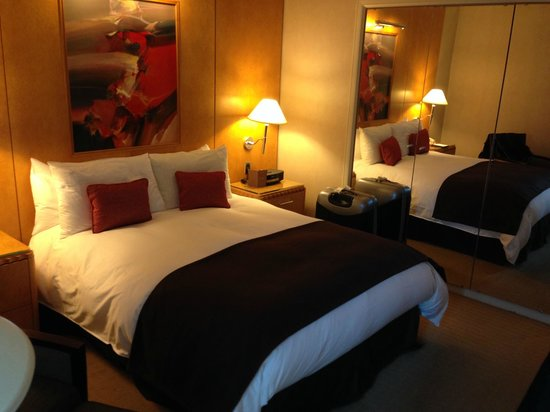 Sofitel New York: Superior Room - Queen size bed