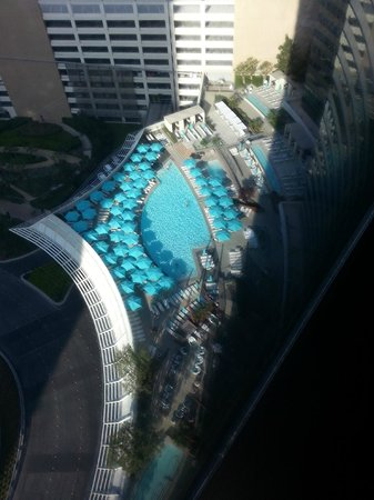 Vdara Hotel & Spa : View from our suite of the pool area.