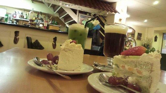 Boonnak Thai: coffee tea and cake at the boonnak