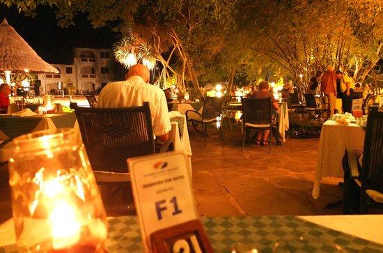 Leisure Lodge Beach and Golf Resort: kolacja w ogrodzie