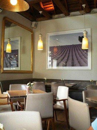The Alphen Boutique Hotel : Imposing lavender prints at La Belle Cafe