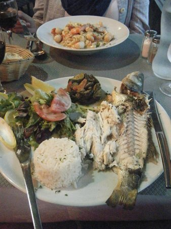 Le Lunel : Great seafood