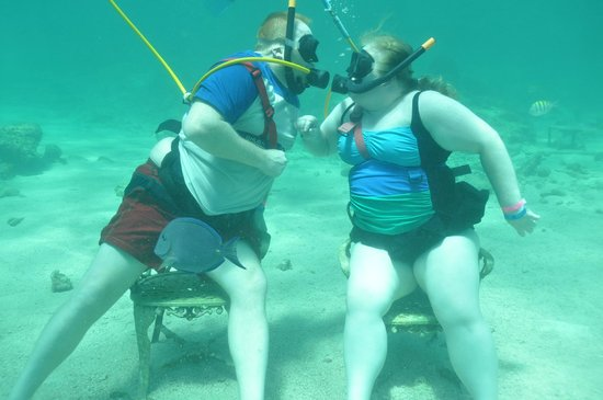 Ocean Adventures Bavaro Splash : underwater kissing