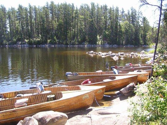 Loch Island Lodge: 18' cedar strip boats in all packages!
