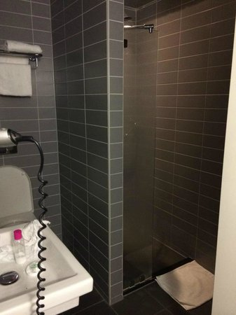 Hotel CC: Lovely modern bathroom