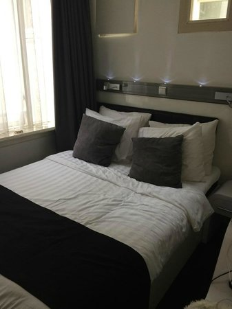 Hotel CC: Room 201