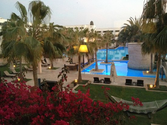 Sofitel Agadir Royal Bay Resort : Pool area with very service oriented personel