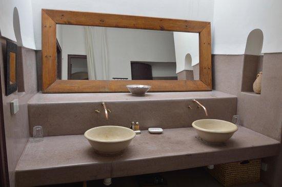 Riad Dar Aman: salle de bain