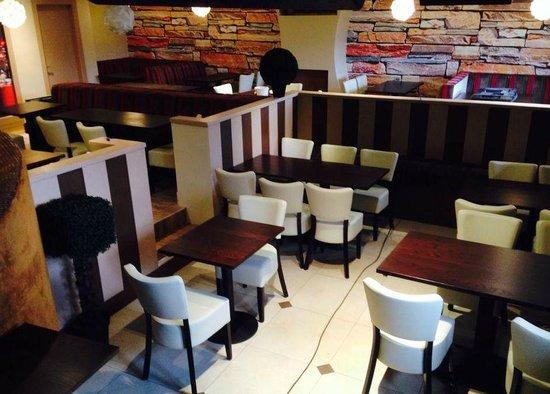 MJ's Bar & Bistro: Restaurant area