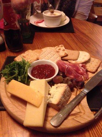 Falcon Inn: Cheese board. For 1? 2? 4?