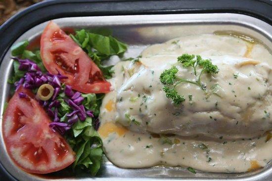 El balcón de Capitán : Pechuga rellena con platano y salsa de queso... muy recomendable