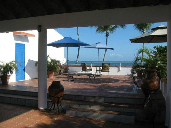 Tres Palmas Inn: Rooftop Jacuzzi Deck