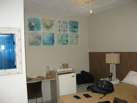 Tres Palmas Inn: Inside Room 8
