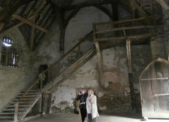 Stokesay Castle: Steep internal wooden staircase