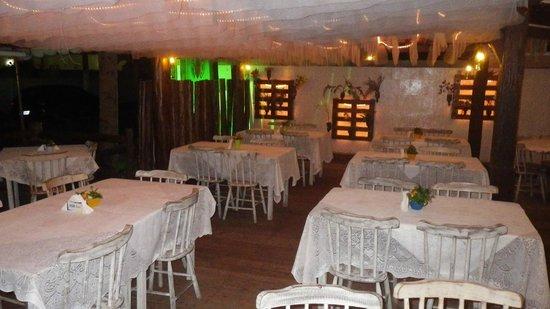 Evoke Bar e Comedoria: Salão Externo