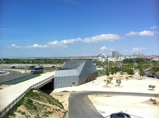 TRYP Zaragoza: Bridge to Delicians station