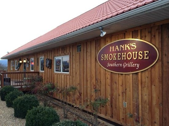 Hank's Grille & Bar: Outdoor entrance