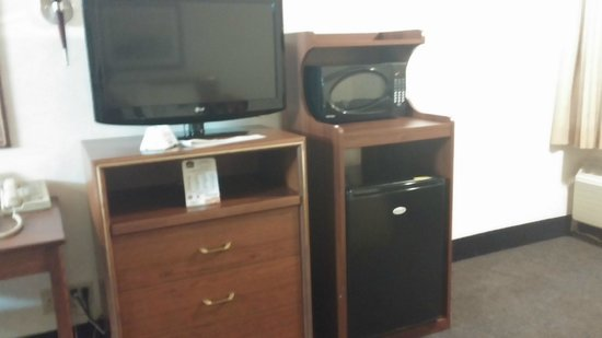 BEST WESTERN Cascadia Inn: TV, microwave and refrigerator