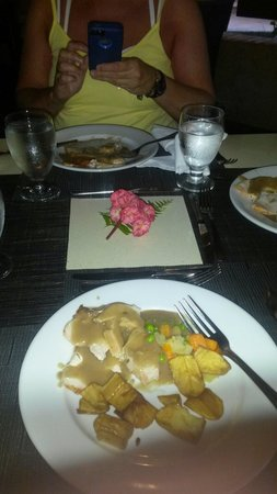 IFA Villas Bavaro Resort & Spa: The special table Edwin gave us for our last supper :)