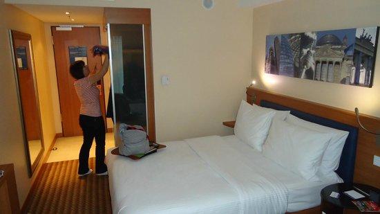Hampton by Hilton Berlin City West: Bedroom