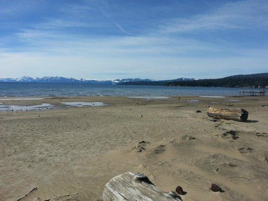 Tahoe Sands Resort : Sand Beach