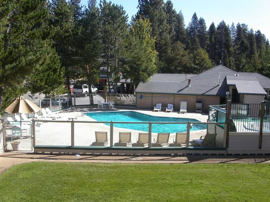 Tahoe Sands Resort: Lakeside Pool