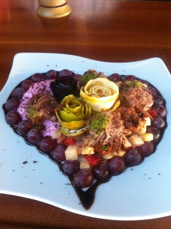 Belcehan Beach Deluxe Cafe Bistro: heart dessert