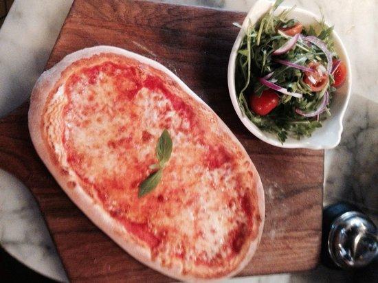 Bellucci Italian Restaurant & Cocktail Bar: Skinny pizza