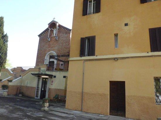 Hotel Sacro Cuore: la chiesetta adiacente all'hotel