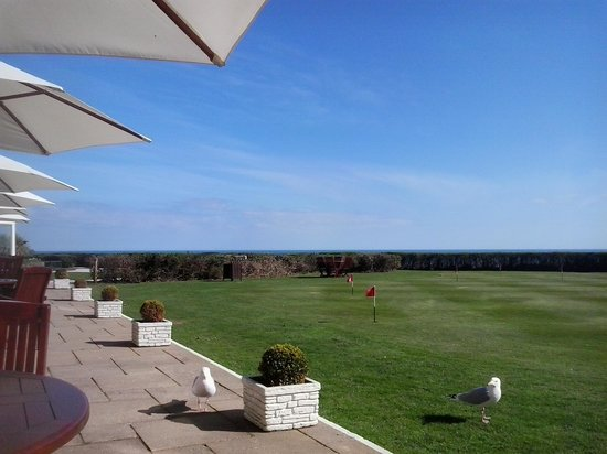 The Carlyon Bay: afternoon tea on the terrace